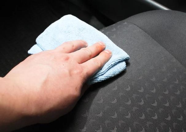 تمیز کردن لکه و چربی داخل خودرو