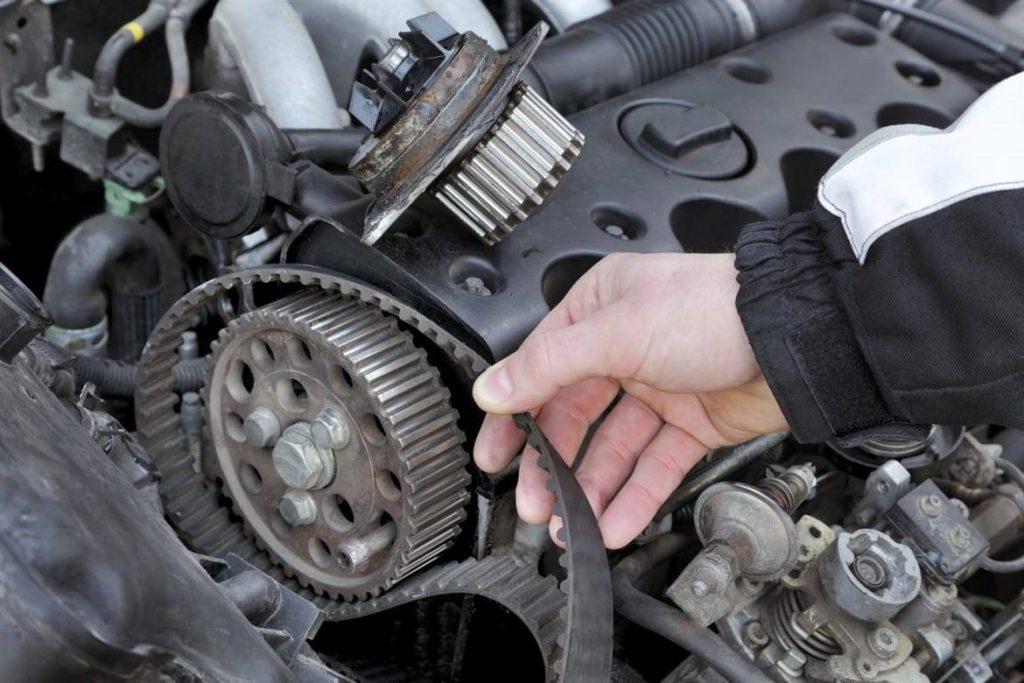 بازرسی تسمه و شیلنگ خودرو